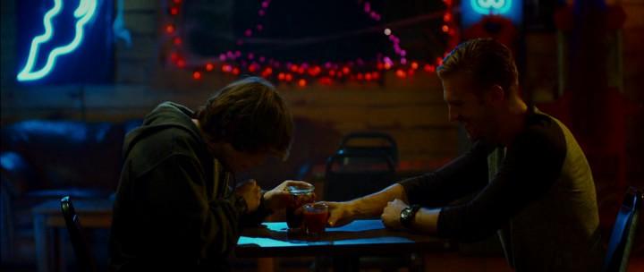 кадр из фильма Гость, The Guest