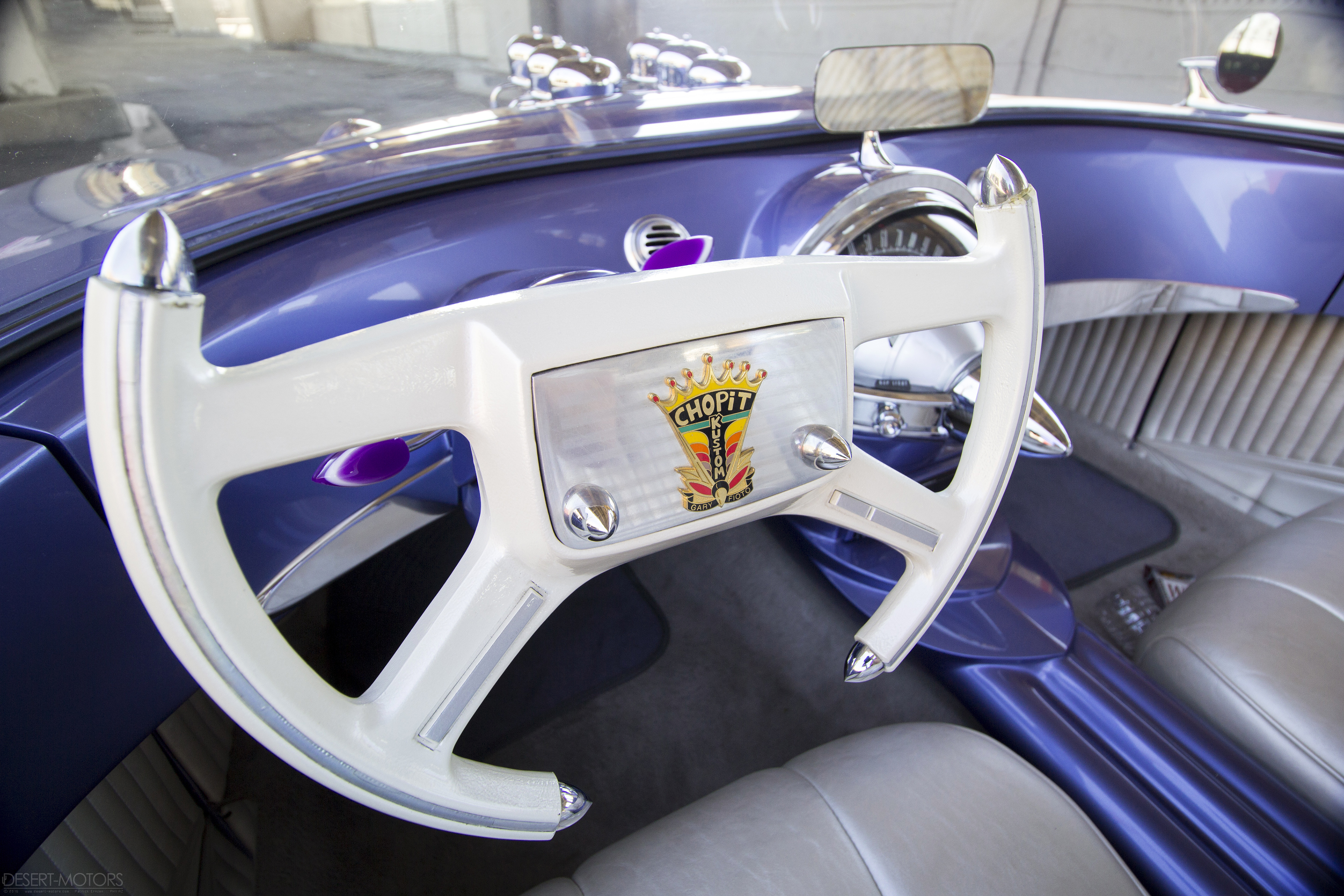 Beatnik Bubbletop, close-up on the steering wheel