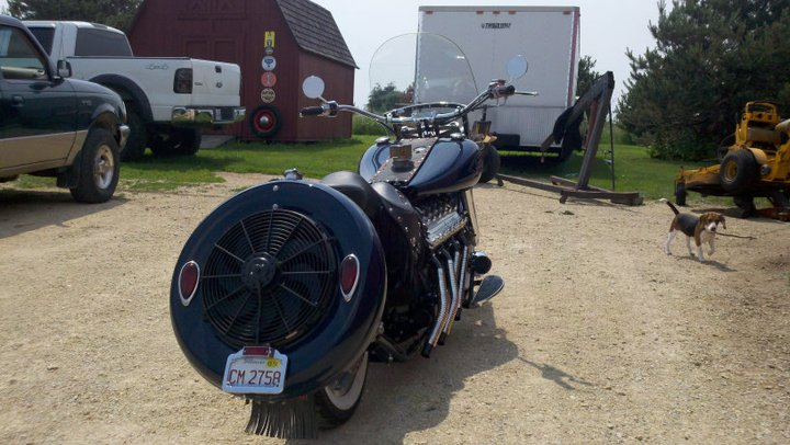 Custom motorcycle with Lincoln-Zephyr V12 02