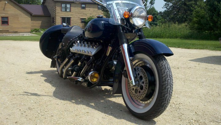 Custom motorcycle with Lincoln-Zephyr V12 08