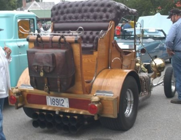 The Tasmanian Devil woodie t-bucket with Jaguar V12 02