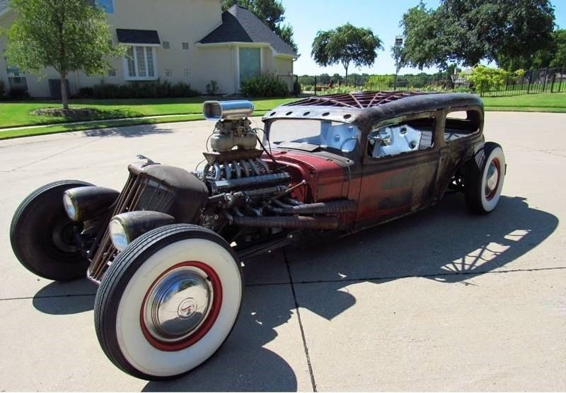 Oldsmobile rat-rod with Jaguar V12 01