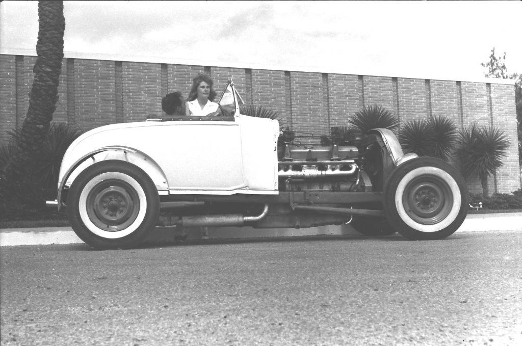Sweet 16 с двигателем в центре. Ford 16 цилиндров