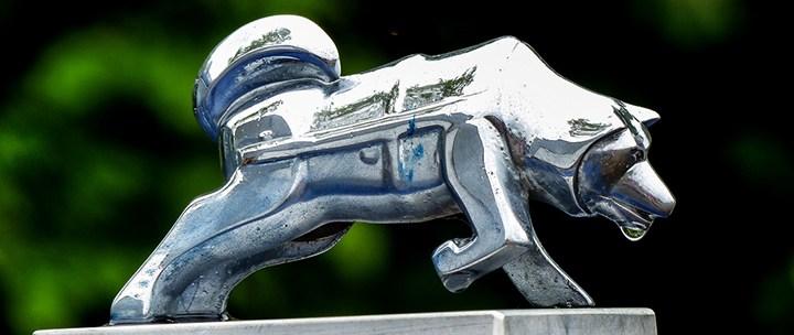 This cute and fluffy metal husky on the Brockway hood, фигурка Хаски, фильм Конвой
