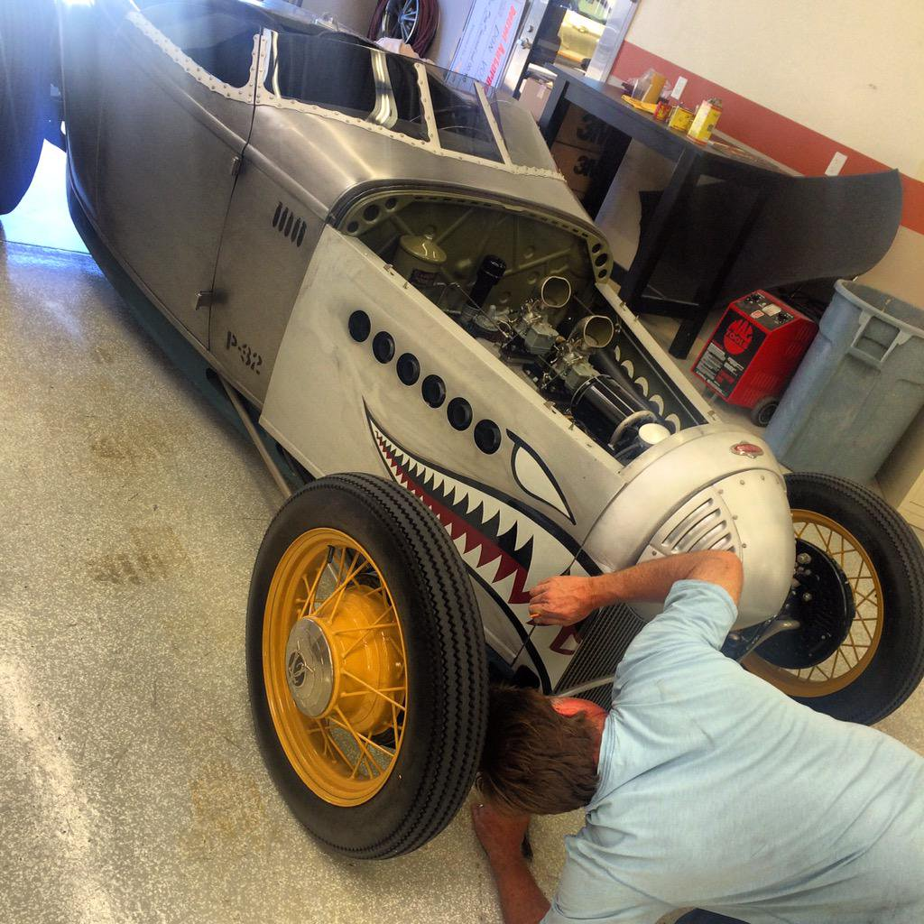 Chip Foose paints new graphics on P-32, 2015