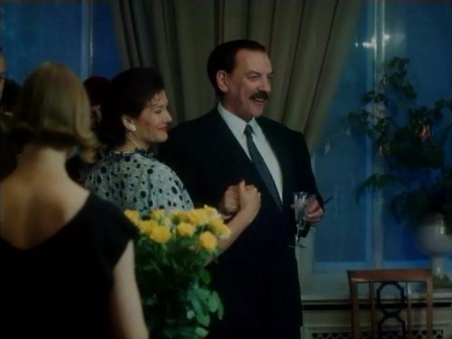 Дональд Сазерленд в роли КГБшника Кирова, Red Hot, 1993
