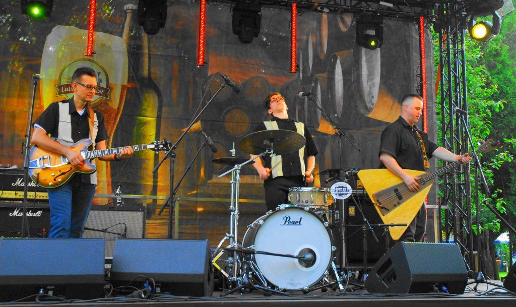 Moscow Beatballs, рокабилли трио из Москвы, живой концерт