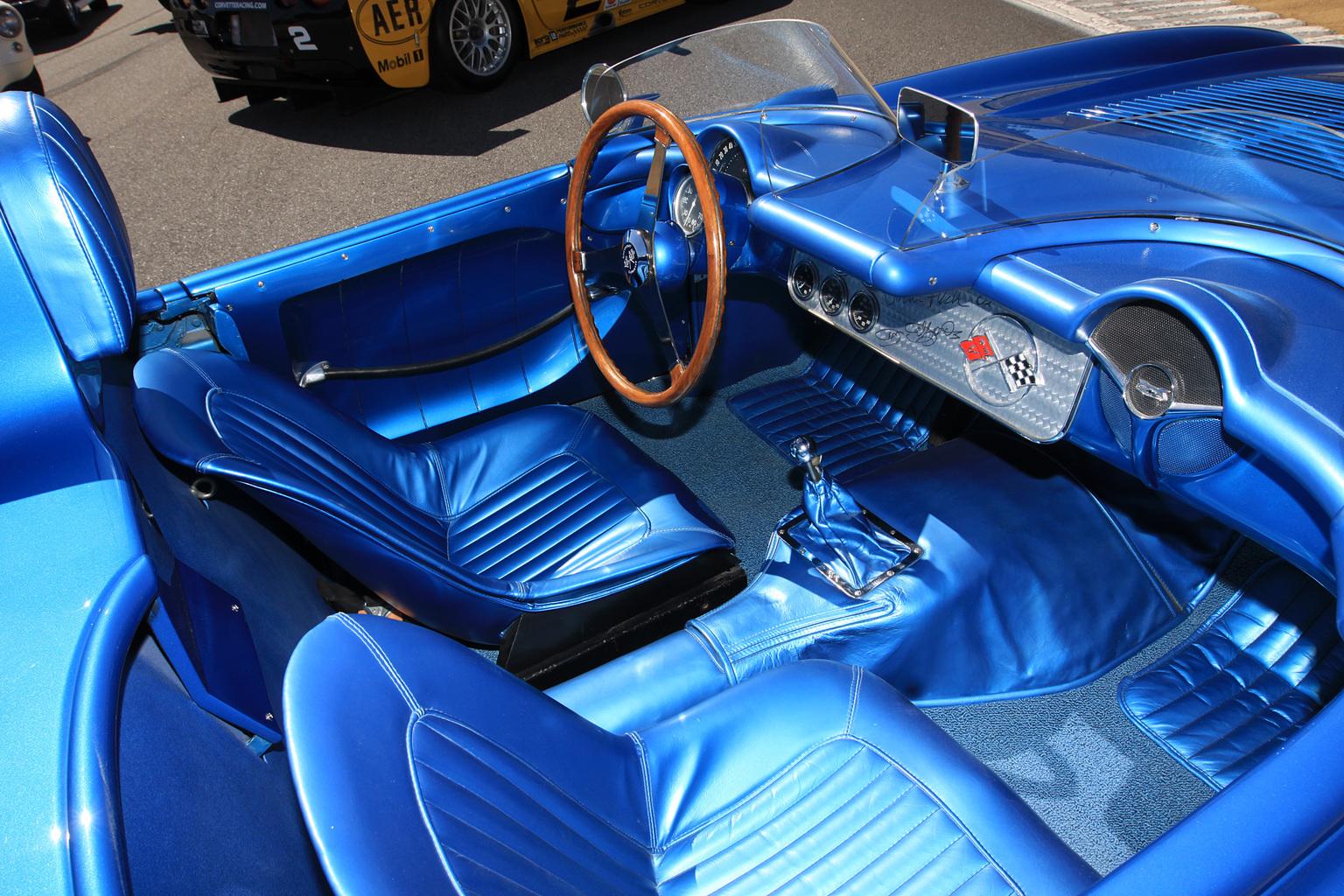 Chevrolet Corvette SR-2 в наше время, фото 8, интерьер.
