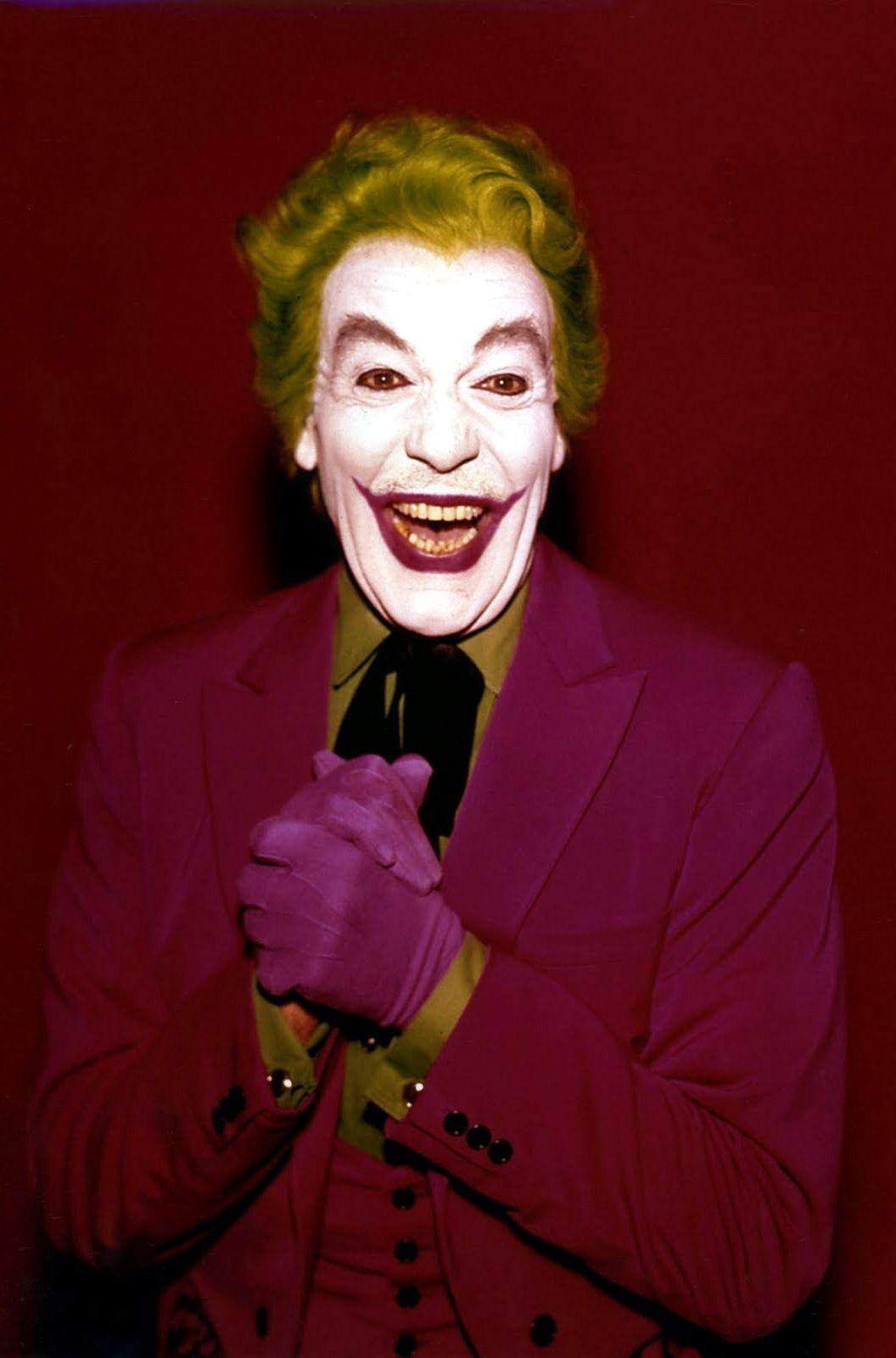 Сизар Ромеро в роли Джокера.