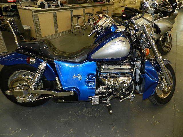 Первый мотоцикл Boss Hoss с двигателем V6, фотография 1.