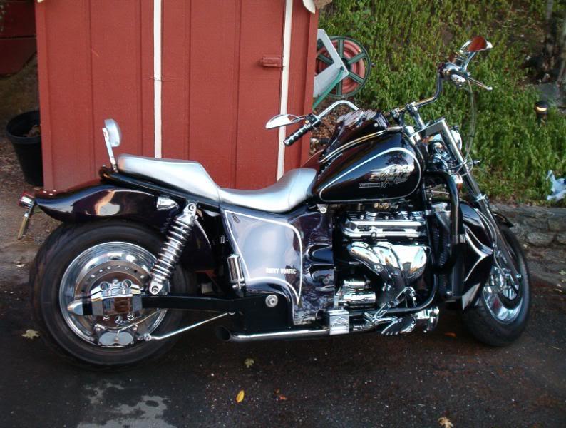Второй мотоцикл Boss Hoss с двигателем V6.