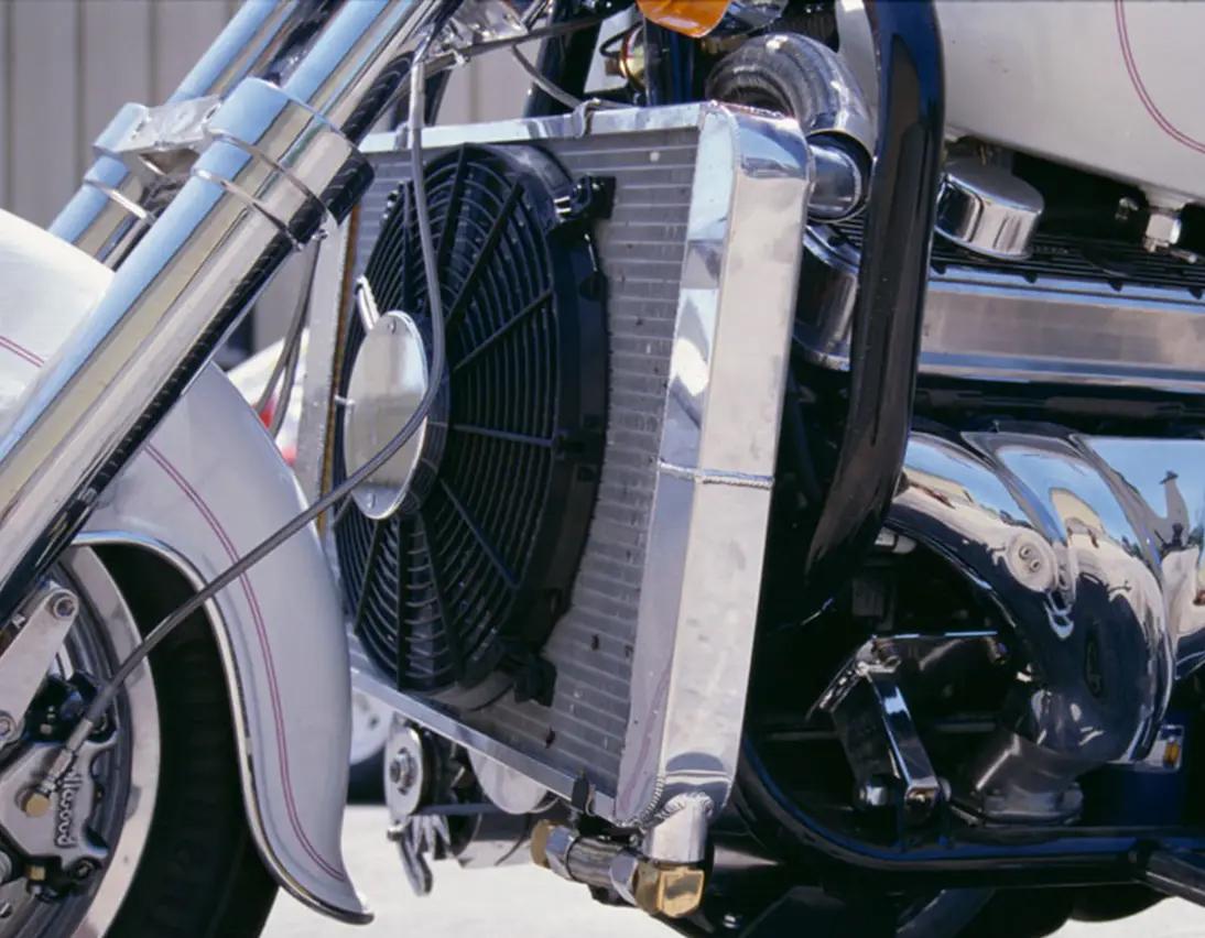 Пятый мотоцикл Boss Hoss с двигателем V6, фотография 3.