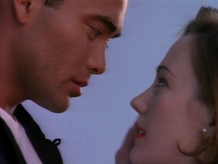 Джонни и Лора, Девушка угонщика, 1994
