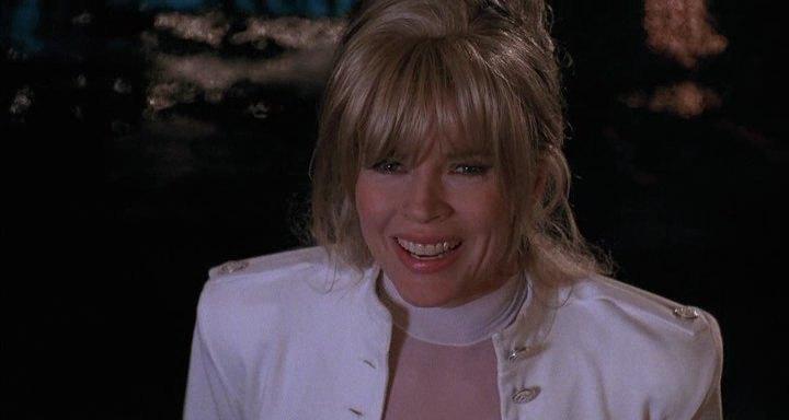 Ким Бесинджер, кадр из фильма Cool World