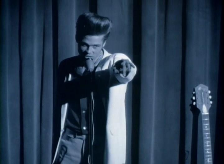 Брэд Питт в образе Элвиса
