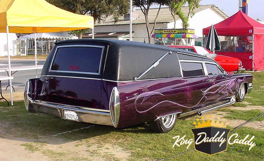 Barris' Kargoyle hearse, early (without pinstripe on the trunk) photo 06.
