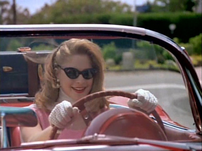 Джейми Лунер в роли Сабрины, Признания студентки, 1994