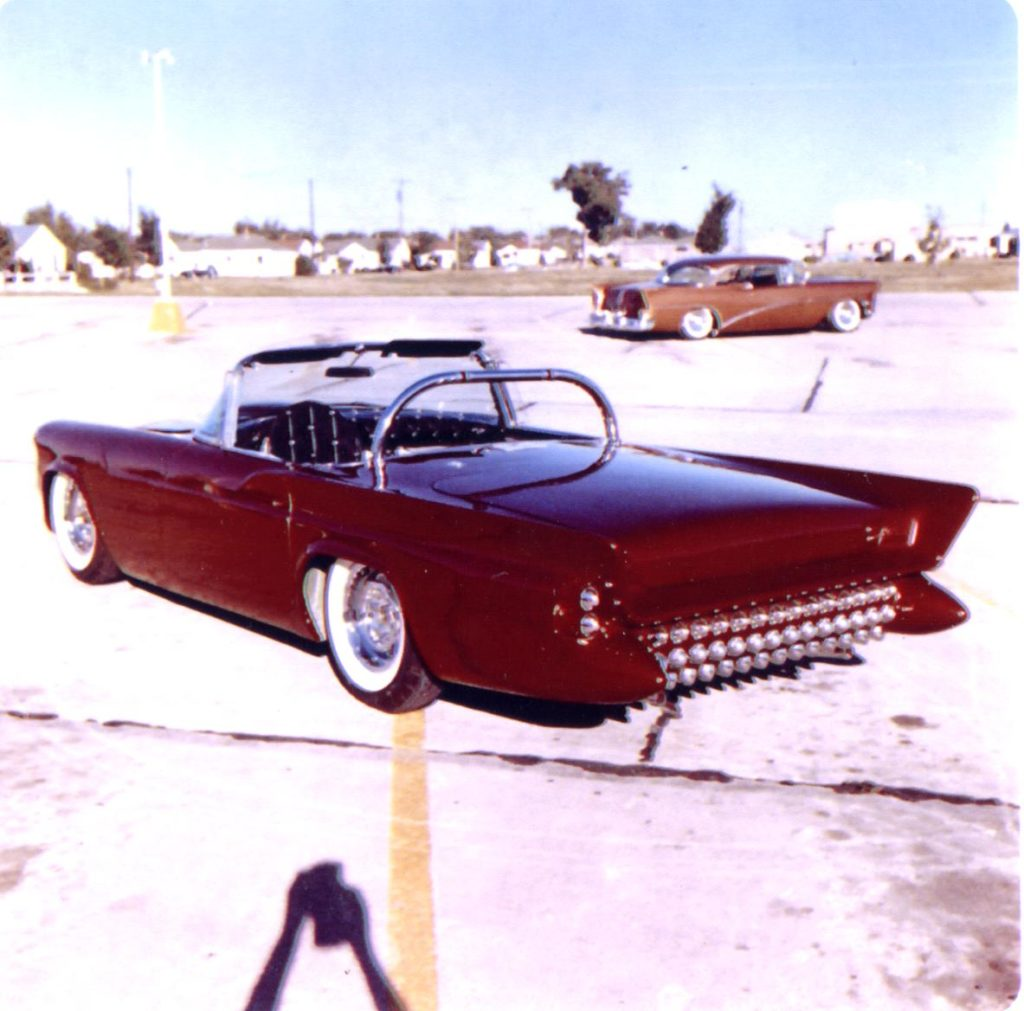 Darryl Starbird's custom Ford Thunderbird, Le Perle, color photo number 1.