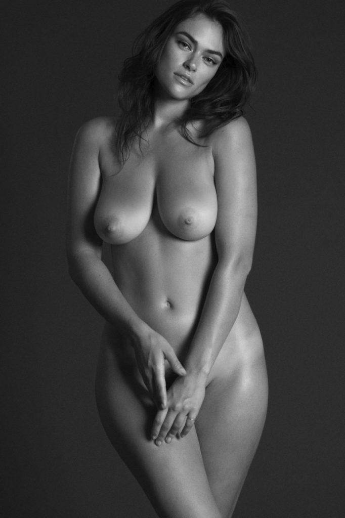 Myla Dalbesio, Venus, naked