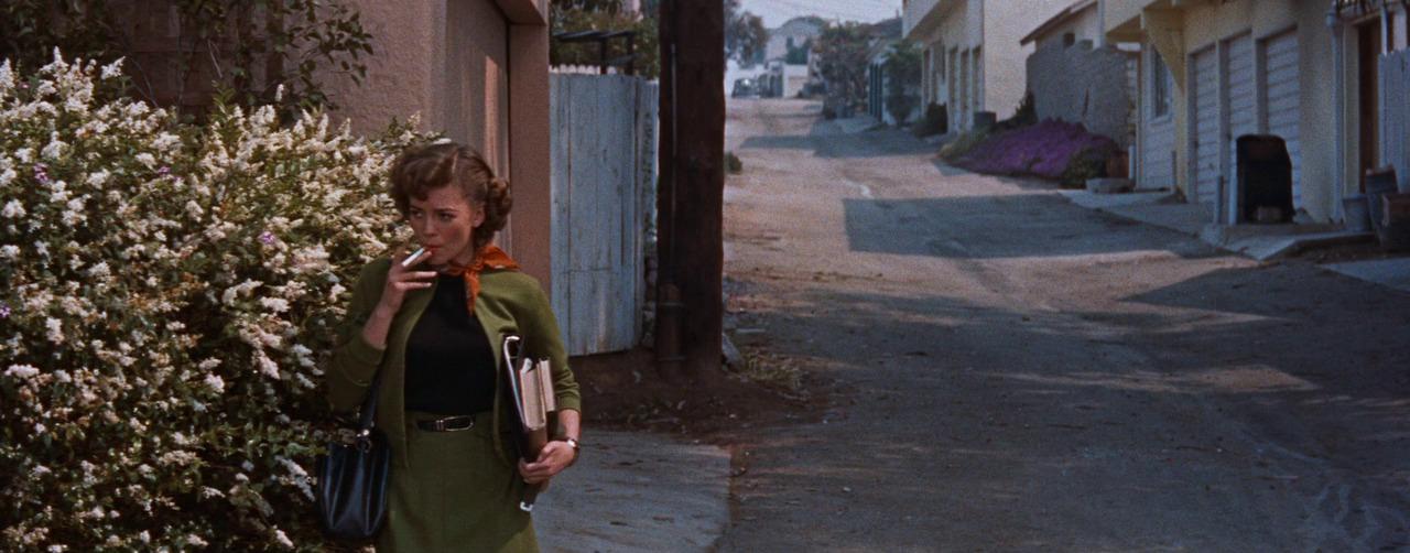 Джуди курит за гаражами, Натали Вуд, 1955