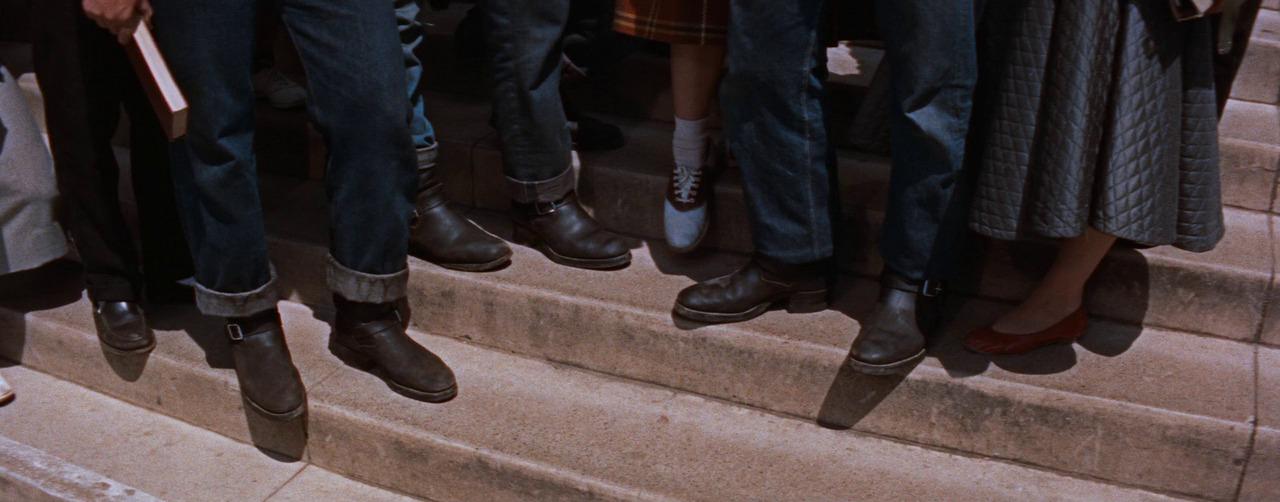 В школе джинсы носят только плохие парни