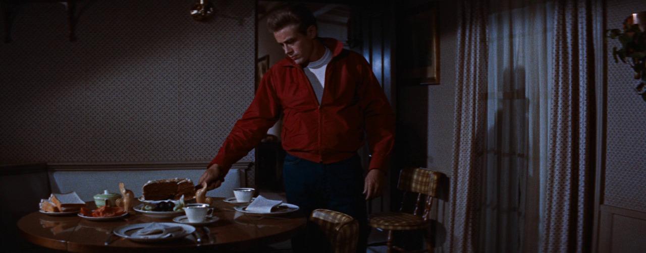 Джеймс Дин в иконичной красной куртке, Rebel Without A Cause, 1955