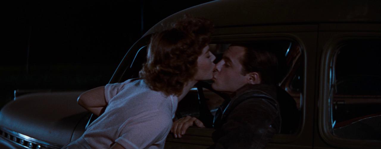 поцелуй Джуди с Баззом, Бунтарь без причины