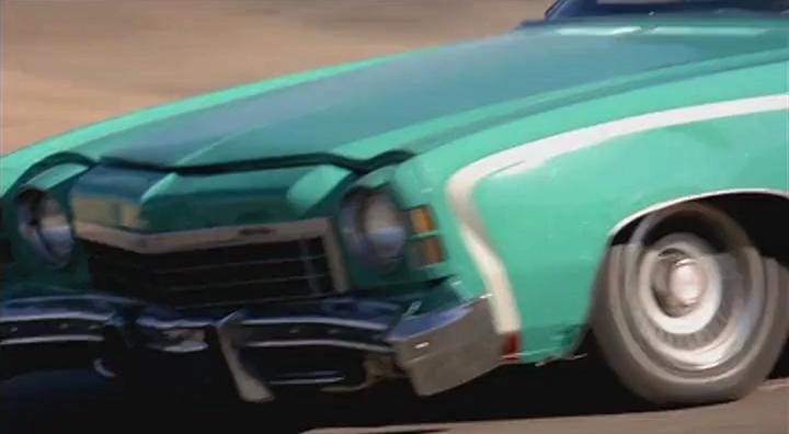 Машина, уже разбитая до аварии, кадр из фильма Junkman
