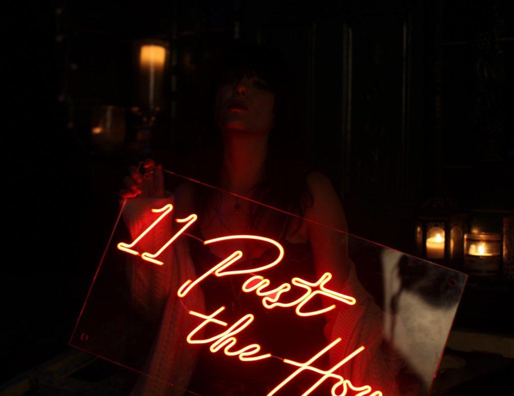 11 Past The Hour, промо фото для альбома, Имелда Мэй
